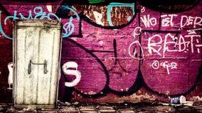 Escaninho dos desperdícios dos grafittis Fotografia de Stock Royalty Free