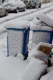 Escaninhos cobertos nas nevadas fortes em Bristol Foto de Stock