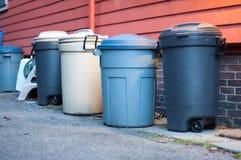 Escaninhos de lixo imagens de stock