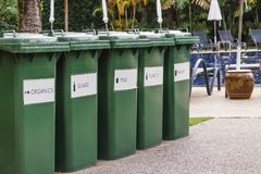 Escaninhos de reciclagem da avidez Imagem de Stock