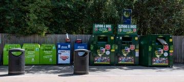 Escaninhos de reciclagem da caridade imagens de stock royalty free