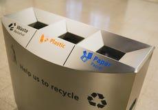 Escaninhos de reciclagem do recipiente da ecologia Fotos de Stock