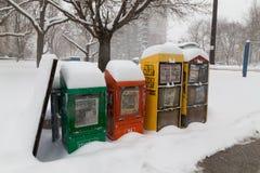 Escaninhos do jornal na neve em Toronto Imagem de Stock Royalty Free