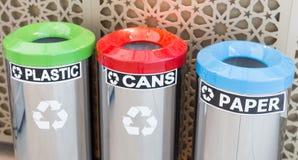 Escaninhos para a separação do lixo foto de stock