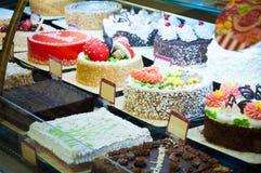 Escaparate con las tortas por el Año Nuevo Tienda en la Plaza Roja, Moscú Imagen de archivo