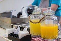 Escaparate con limonada hecha en casa imágenes de archivo libres de regalías