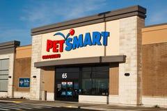 Escaparate de PetSmart Imagen de archivo libre de regalías
