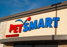 Escaparate de PetSmart Imágenes de archivo libres de regalías