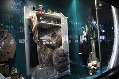 Escaparates de la Navidad en Debenhams Propio-marca vendedora de cadena de los grandes almacenes y productos internacionales de l fotos de archivo