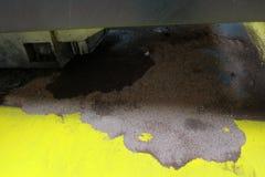 Escape de aceite Imagen de archivo libre de regalías