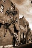 Escape de fuego de la vendimia en el edificio de ladrillo Imagen de archivo