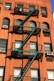 Escape de tijolos vermelhos e de incêndio em New York Fotografia de Stock Royalty Free