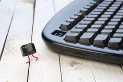 Escape-Taste laufen gelassen weg von einer schwarzen Tastatur Lizenzfreies Stockfoto