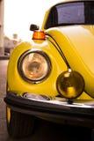 Escarabajo amarillo de Volkswagen Fotos de archivo