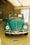 Escarabajo C, coches de Volkswagen de la vendimia en la visualización Imagen de archivo