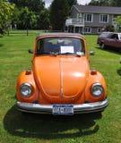 Escarabajo de Volkswagen de 1976 naranjas Fotografía de archivo