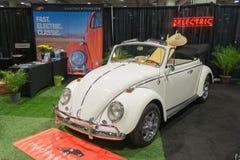 Escarabajo eléctrico de la obra clásica del vintage de Volkswagen Fotografía de archivo
