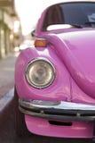 Escarabajo Volkswagen rosado Fotos de archivo