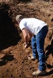 Escavação do homem Fotos de Stock Royalty Free