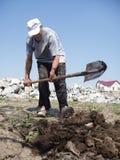 Escavação do homem Fotos de Stock
