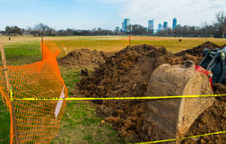 Escavador da terra do carregador da parte dianteira de Austin Texas do parque de Zilker da construção Fotos de Stock Royalty Free