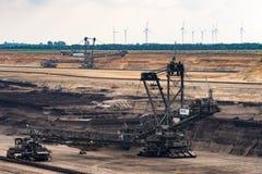 Escavador do extração de carvão de Brown fotografia de stock