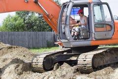 Escavatore al cantiere Immagini Stock