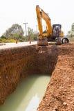 Escavatore che funziona nel cantiere Fotografia Stock Libera da Diritti