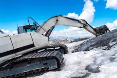 Escavatore che funziona nelle alte alpi Austria Fotografia Stock