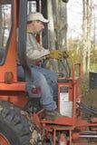 Escavatore a cucchiaia rovescia di di gestione dell'uomo Fotografia Stock