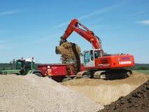 Escavatore della pala nell'azione immagine stock