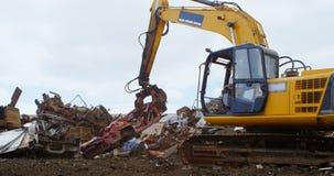 Escavatore di funzionamento 4k a macchina del lavoratore maschio stock footage