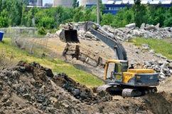 Escavatore giallo su un cantiere Immagine Stock