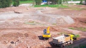 Escavatore Loads un camion, lasso di tempo dello Inclinazione-spostamento archivi video