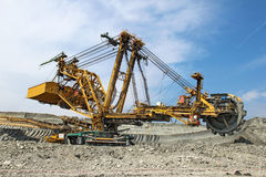 Escavatore pesante del carbone nella miniera di carbone immagine stock libera da diritti