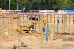 Escavatore sul cantiere Fotografie Stock Libere da Diritti