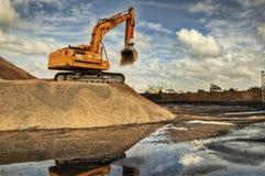 Escavatore in un calcare fotografie stock