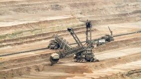 escavatore in una miniera della lignite - lasso di tempo della Secchio-ruota video d archivio