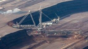 escavatore in una miniera della lignite - lasso di tempo della Secchio-ruota stock footage