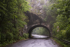 Escave um túnel na montanha perto de Lillafured, Miskolc, Hungria Fotografia de Stock Royalty Free