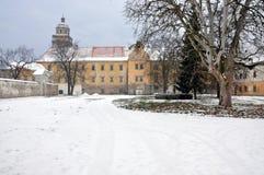 Escúdese en el invierno, Moravsky Krumlov, República Checa, Europa Fotos de archivo
