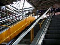 Escelator giallo immagini stock libere da diritti