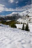 Escena alpestre de la nieve del invierno Imagen de archivo libre de regalías