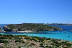 Escena asombrosa de la laguna azul en Comino Malta Foto de archivo libre de regalías