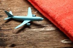 Escena azul del avión y de la toalla Fotografía de archivo libre de regalías