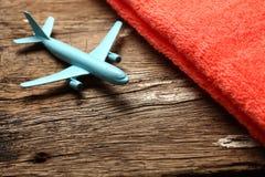 Escena azul del avión y de la toalla Fotos de archivo libres de regalías