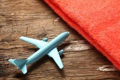 Escena azul del avión y de la toalla Imagen de archivo libre de regalías
