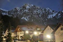 Escena bávara de la noche de la aldea Fotografía de archivo libre de regalías