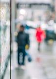 Escena borrosa de la vida urbana Fotos de archivo libres de regalías