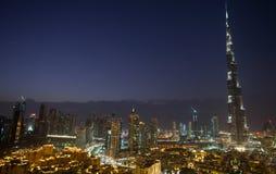 Escena céntrica de la noche de Dubai Fotos de archivo